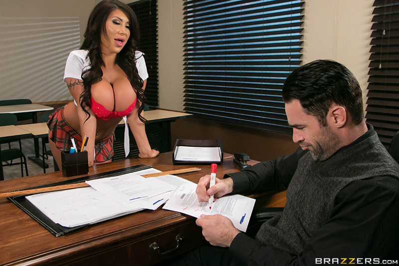 brazzers-whats-my-grade-again-big-tits-at-school-august-taylor